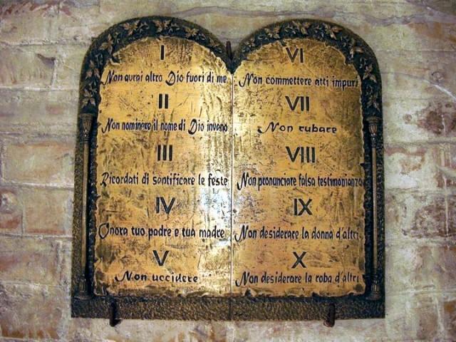 Il decimo comandamento rmfonline - Tavole dei dieci comandamenti ...