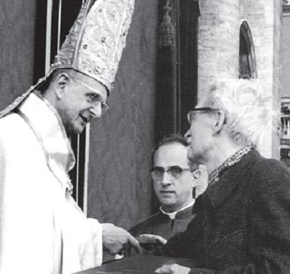 Risultati immagini per foto di Paolo VI con Maritain al Concilio