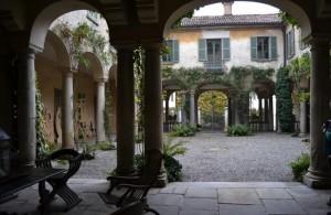 Villa Mozzoni a Biumo Superiore