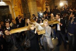 La Via Crucis delle donne crocifisse