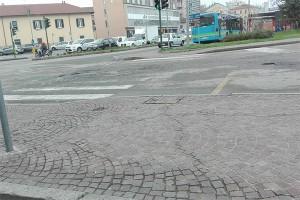 Degrado di fronte alla stazione dello Stato