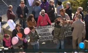Protesta per la soppressione del punto nascite a Castelnovo (RE)