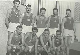 Arialdo Giobbi con il numero 10. Il fratello Valerio è il primo da sinistra nella fila sotto (da Wikipedia)