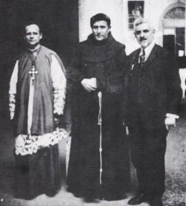 Monsignor Olgiati (a sinistra) con padre Agostino Gemelli e Vico Necchi