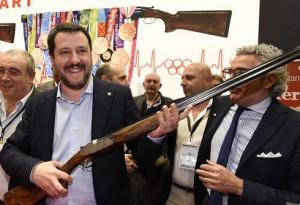 Matteo Salvini alla fiera delle armi di Vicenza l'11 febbraio scorso