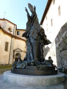 Il monumento a Paolo VI di Bodini al Sacro Monte