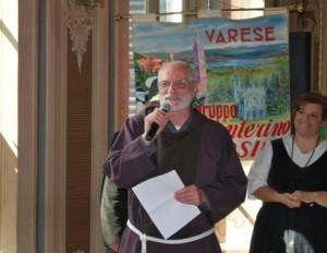 Padre Gianni alla consegna del premio Valcavi nel 2017