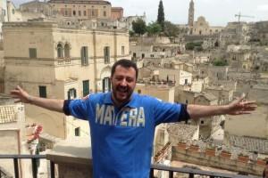 Salvini esulta alla vittoria del centrodestra in Basilicata