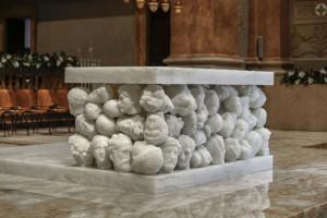 Il discusso altare di Parmiggiani