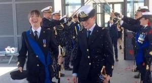Le marinaie spose in divisa