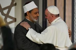 L'incontro tra Papa Francesco e l'Iman musulmano Al Tayeb