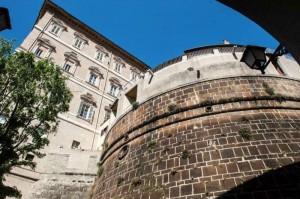 A destra la sede dell'Istituto per le opere religiose
