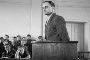 Witold Pilecki si difende al processo-farsa del 1948 in Polonia