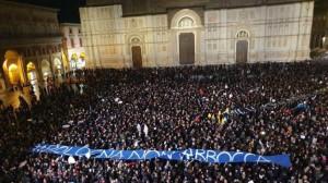 """le """"sardine"""" in piazza a Bologna"""