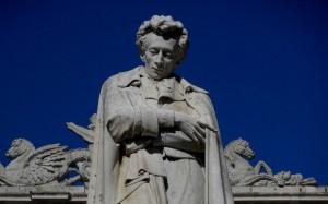 Il monumento a Leopardi a Recanati