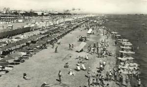 spiaggia-di-rimini-anni-60