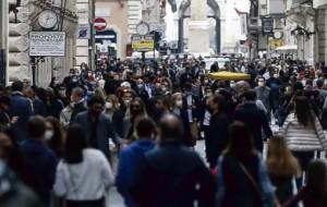 Folla in strada a Roma